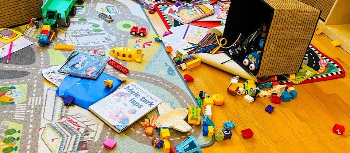 toys-on-floor